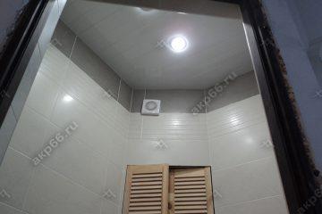 Реечный потолок в ванной цвет белый глянец