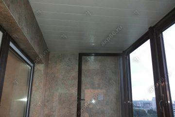 Реечный потолок на балконе цвет белый мираж