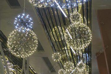 Реечные потолок в торговом магазине хром и золото без вставок