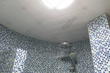 Реечные потолок цвет белый матовый в ванне