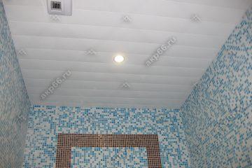 Реечный потолок в ванной комнате цвет белый матовый