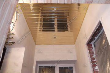 Реечный потолок в коридоре цвет золото