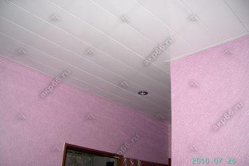 Реечный потолок в коридоре цвет белая глянцевая