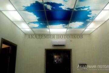 Потолок в прихожей. Фотопечать с матовым стеклом.