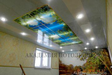 """Потолок с подсветкой и фотопечатью """"Небо""""."""