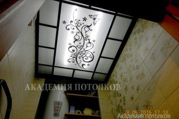 """Матовый потолок с декором """"Бабочки"""" и черными вставками"""