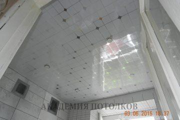 Кассетный потолок 30х30 на скрытой подвесной системе белый с узором «Серебристый ромбик»