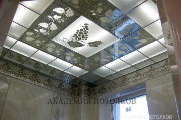 """Матовый потолок с зеркальными вставками и декором """"Виноградная лоза"""""""