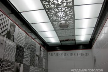 Потолок матовый с зеркальным узором посередине