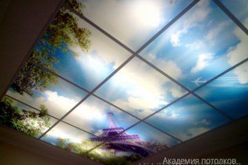 """Потолок с фотопечатью """"Облака""""."""