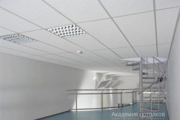 Потолок типа Армстронг Артик 1200х600 на белой подвесной системе