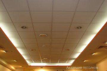 Потолок типа Армстронг Лилия на белой подвесной системе