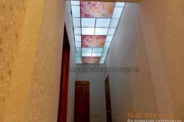 Потолок в коридоре. Фотопечать с матовым стеклом.