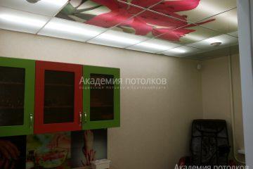 """Матовый потолок с фотопечатью """"Цветок"""" и белыми вставками"""