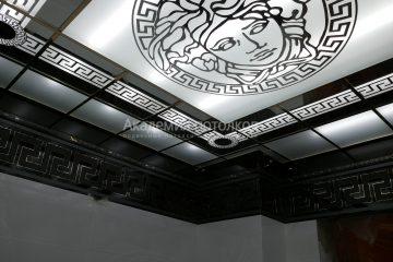 """Потолок матовый с зеркальными вставками по бокам с узорами и декором """"Лицо"""""""