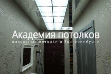 Потолок в коридоре, матовое стекло и зеркальный потолок
