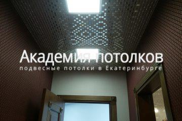 Кассетный потолок 30х30 на скрытой подвесной системе с узором «Мозаика» золото или серебро в коридоре