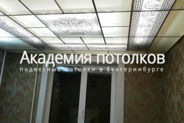 Потолок в гостиной, стекло с декорами