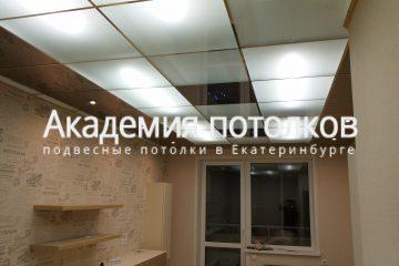 Потолок на кухне из матового стекла