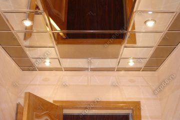 Зеркальный потолок в коридоре Бронза с серебром подвесная система суперхром