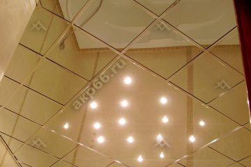 Зеркальный потолок со светильниками и хромированной системой