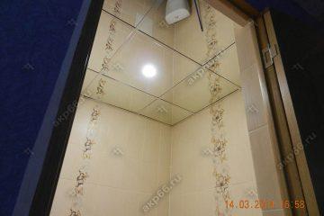 Зеркальный потолок в туалете каркас суперхром