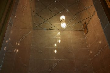 Зеркальный потолок в туалете по диагонали подвесная система суперхром