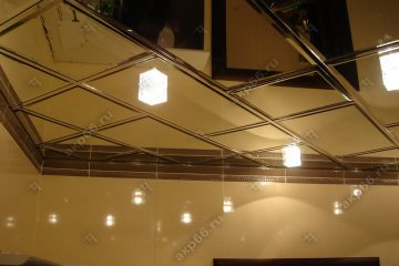 Зеркальный потолок с хромированной подвесной системой и зеркала нестандартных размеров
