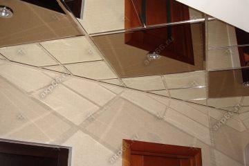 Зеркальный потолок в коридоре Графит и серебро по диагонали подвесная система суперхром