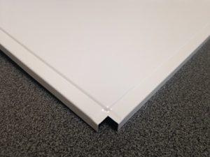 Кассета алюминиевая кромка Лайн цвет Белый матовый (595х595х0,4мм) (36 шт./уп.)
