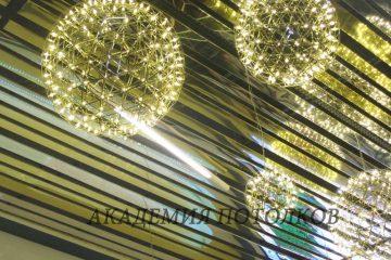 Реечный потолок. Рейка хром и золото 10 и 15 см шириной, установлена не вплотную, а с зазором - 2