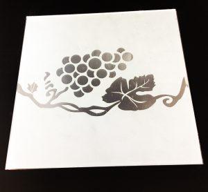 "Декор №022/2 295x295 мм (Серебро) матовый фон ""Ветка винограда"""